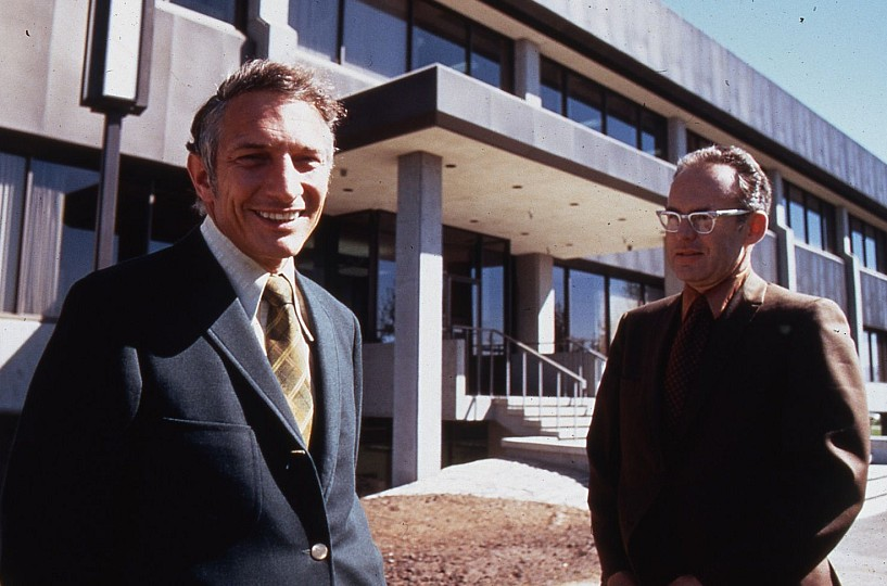 facts about intel - robert noyce and gordon moore